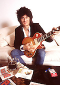 1994: RONNIE WOOD - Photosession in London