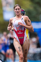 10 APR 2011 - SYDNEY, AUS - Lauren Campbell - women's ITU World Championship Series triathlon in Sydney, Australia .(PHOTO (C) NIGEL FARROW)