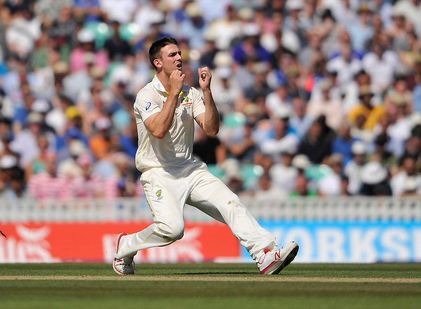 Australia's Mitchell Marsh dejected as Michael Clarke drops a chance at slip<br /> <br /> Photographer Ashley Western/CameraSport<br /> <br /> International Cricket - Investec Ashes Test Series 2015 - Fifth Test - England v Australia - Day 3 - Saturday 22nd August 2015 - Kennington Oval - London<br /> <br /> &copy; CameraSport - 43 Linden Ave. Countesthorpe. Leicester. England. LE8 5PG - Tel: +44 (0) 116 277 4147 - admin@camerasport.com - www.camerasport.com