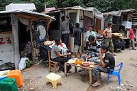 Roma 20 Giugno 2009.La Baraccopoli abitata da rom romeni in Via di Centocelle. Il pranzo . Rom's camp  of via di Centocelle inhabited by  Romanian Romani. The lunch