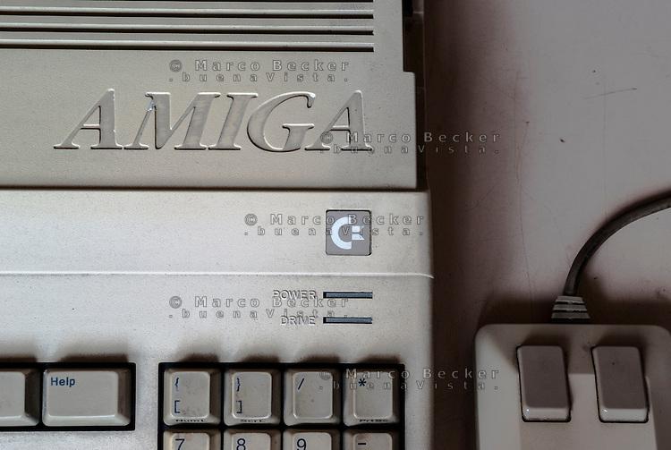 Commodore Amiga 500, vecchio home computer di fine anni 80 / inizio 90 --- Commodore Amiga 500, old home computer from the late 80's to early 90's