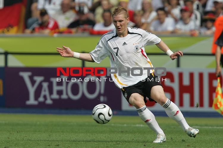 FIFA WM 2006 -  Gruppe A  Vorrunde ( Group A )<br /> Play   #33 (20-Jun) - Ecuador - Deutschland 0:3<br /> <br /> Bastian Schweinsteiger von Deutschland in Einzel Aktion.<br /> <br /> Foto &copy; nordphoto