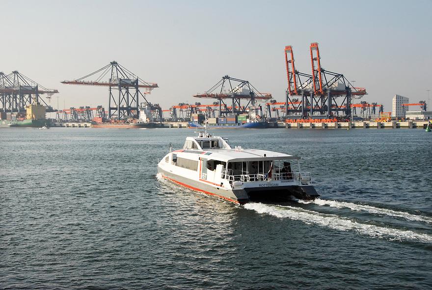 Europoort, 2 april 2009.industriegebied van de Rotterdamse haven. oversteek met de snelle veerdienst van de ret, naar Hoek van Holland.. Foto: (c) Renee Teunis