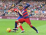 30.01.2016 Camp Nou, Barcelona, Spain. La Liga day 22 match between FC Barcelona and Atletico de Madrid. Neymar and Saul batle for the ball