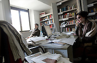 Sulla destra, la giornalista Silvia Guidi, nella redazione dell'Osservatore Romano, Citta' del Vaticano, 10 marzo 2009..Journalist Silvia Guidi, at right, speaks on the phone in her office at the editorial office of the Vatican newspaper L'Osservatore Romano, Vatican City, 10 march 2009..UPDATE IMAGES PRESS/Riccardo De Luca