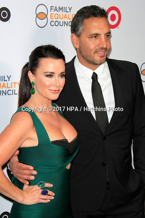 LOS ANGELES - MAR 11:  Kyle Richards, Mauricio Umansky at the Family Equality Council's Annual Impact Awards at the  Beverly Wilshire Hotel on March 11, 2017 in Beverly Hills, CA