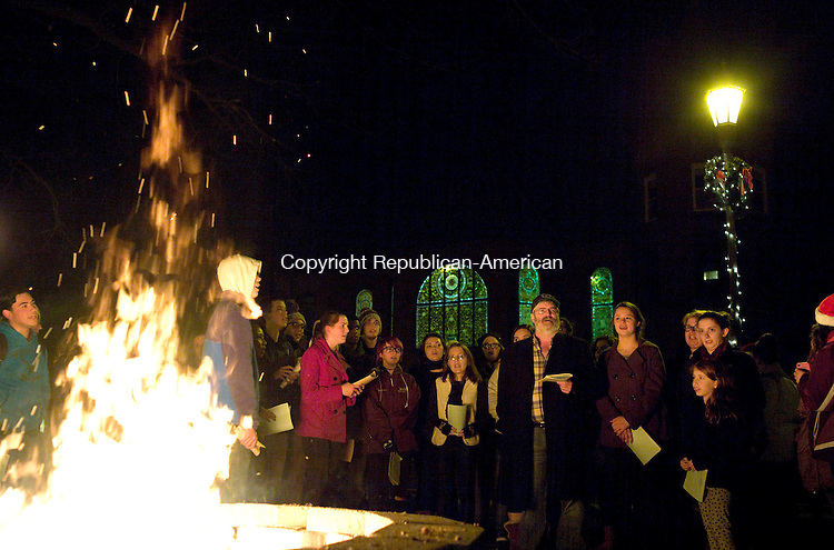 Naugatuck, CT- 07 December 2015-120715CM01-  The Naugatuck Chamber Choir, lead by choral director, Mahlon Peterson sings Christmas songs during a tree lighting on the Naugatuck Green on Monday.      Christopher Massa Republican-American