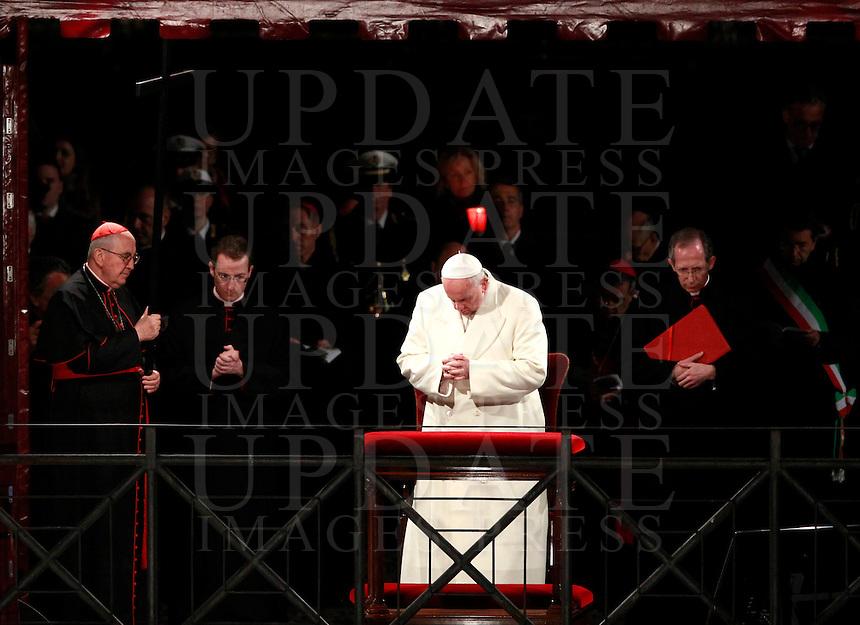 Papa Francesco celebra la Via Crucis al Colosseo, Roma, 18 aprile 2014. A sinistra, il cardinale vicario di Roma Agostino Vallini sorregge la croce.<br /> Pope Francis celebrates the Via Crucis (Way of the Cross) torchlight procession at the Colosseum, Rome, 18 April 2014. At left, Cardinal Agostino Vallini, Vicar General of Rome, holds the cross.<br /> UPDATE IMAGES PRESS/Isabella Bonotto<br /> <br /> STRICTLY ONLY FOR EDITORIAL USE