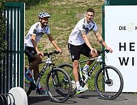 Jonas Hector (Deutschland Germany) und Niklas Süle (Deutschland Germany) auf dem Fahrrad - 26.05.2018: Training der Deutschen Nationalmannschaft zur WM-Vorbereitung in der Sportzone Rungg in Eppan/Südtirol
