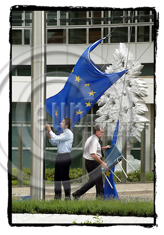 BRUSSELS - BELGIUM - 02 JUNE 2005 --Civil servants taking the EU Flags down in front of the European Commission building Berlaymont.-- PHOTO: ERIK LUNTANG / EUP-IMAGES..