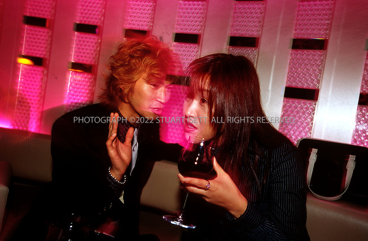 Tokyo, Japan..Ayaka shares a drink and a chat with a male host at Players Club in Roppongi...All photographs ©2003 Stuart Isett.All rights reserved.This image may not be reproduced without expressed written permission from Stuart Isett.