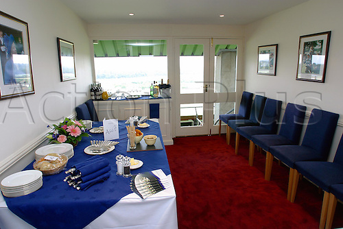 July 26, 2003: Set Tables inside Private Box 513, Ascot, De Beers Diamond Day. Photo: Glyn Kirk/Action Plus...030726 horse racing corporate Hospitality Suite