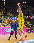 07.10.2018, EWE Arena, Oldenburg, GER, BBL, Pokal, Achtelfinale, EWE Baskets Oldenburg vs Science City Jena,, im Bild<br /> am Ball.....<br /> Philipp SCHWETHELM(EWE Baskets Oldenburg #33 )<br /> Dru JOYCE ( Science City Jena #25 )<br /> Foto &copy; nordphoto / Rojahn