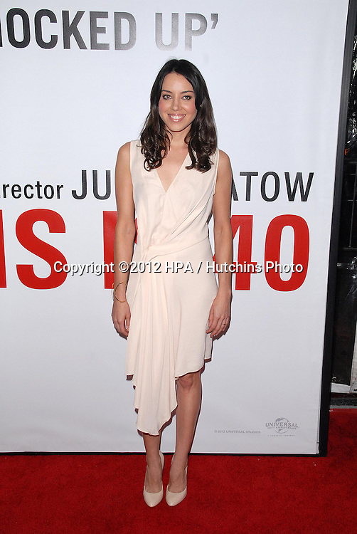 LOS ANGELES - DEC 12:  Aubrey Plaza arrives to the 'This is 40'  Premiere. at Graumans Chinese Theater on December 12, 2012 in Los Angeles, CA