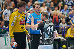 06.10.2019, Klingenhalle, Solingen,  GER, 1. HBL. Herren, Bergischer HC vs. TSV GWD Minden, <br /> <br /> im Bild / picture shows: <br /> Arnór Thor Gunnarsson (BHC #11),   beschwert sich beim Schiedsrichter, dass ihn MALTE SEMISCH Torwart (Minden #16), im Strafraum gefoult hat.<br /> <br /> <br /> Foto © nordphoto / Meuter