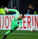 Nederland, Alkmaar, 29 maart 2012.Europa League.Seizoen 2011-2012.AZ-Valencia .Doelman Esteban van AZ ziet de bal in het doel verdwijnen