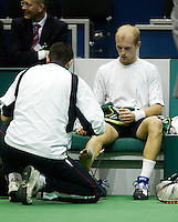 20-2-06, Netherlands, tennis, Rotterdam, ABNAMROWTT, Davydenko is being treated on his foot in his match against Hernych