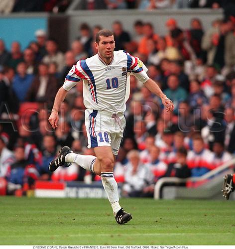 ZINEDINE ZIDANE, Czech Republic 0 v FRANCE 0, Euro 96 Semi Final, Old Trafford, 9606. Photo: Neil Tingle/Action Plus...1996.football.soccer.association.international internationals