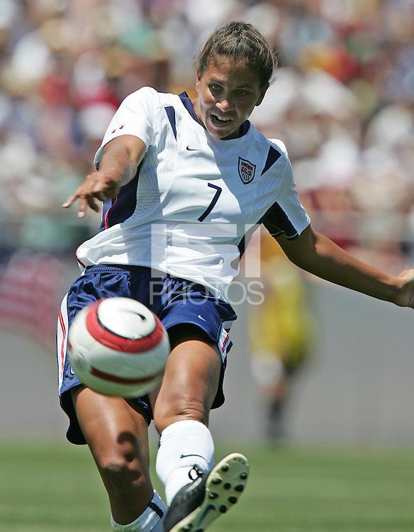 Shannon Boxx, USA v Mexico, 2004.