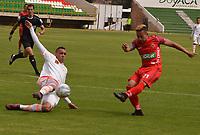 TUNJA - COLOMBIA - 18 - 03 - 2018: Cristian Echavarria (Der.) jugador de Patriotas F. C., disputa el balón con Neyder Moreno (Izq.) jugador de Envigado F. C., durante partido entre Patriotas FC y Envigado F. C., de la fecha 9 por la Liga de Aguila I 2018 en el estadio La Independencia en la ciudad de Tunja. / Cristian Echavarria (R) of Patriotas F. C., figths the ball with Neyder Moreno (L) player of Envigado F. C., during a match between Patriotas F. C. and Envigado F. C., of the 9th date for the Liga de Aguila I 2018 at La Independencia stadium in Tunja city. Photo: VizzorImage  /  Jose Miguel Palencia / Cont.