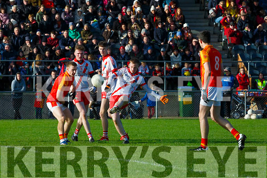 Padraig O'Sé An Ghaeltacht gets his pass away under pressure from Aaron Cahill Mallow during the Munster Intermediatte Championship semi final in Mallow on Sunday