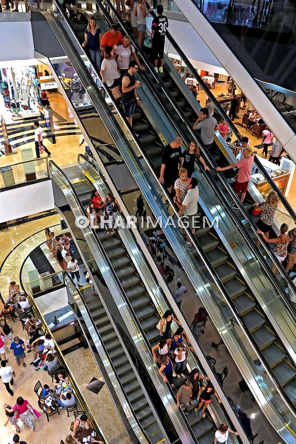 Lojas do Shopping Center Analia Franco. Sao Paulo. 2015. Foto de Juca Martins.