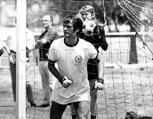 1970 World Cup Finals Mexico:  11.06.1970 in Leon (Mexico)German midfielder Wolfgang Overath with goalkeeper Sepp Maier (r) at practice between games.