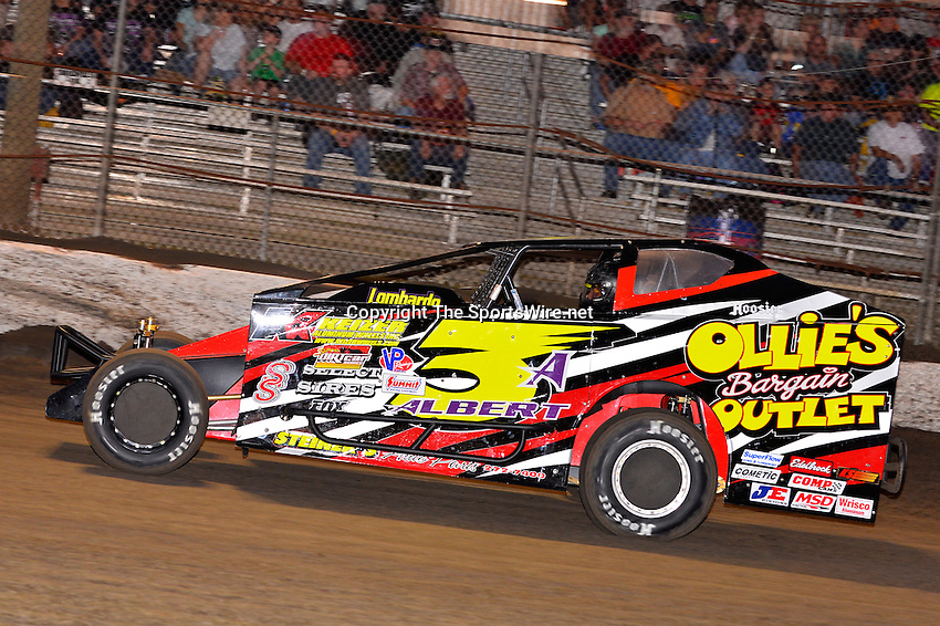 Feb 20, 2014; 6:24:29 PM;  Barberville, FL, USA;  Super DIRT car Series Big Block Modifieds presented by Summit Racing Equipment at Volusia Speedway Park.  Mandatory Credit: (thesportswire.net)