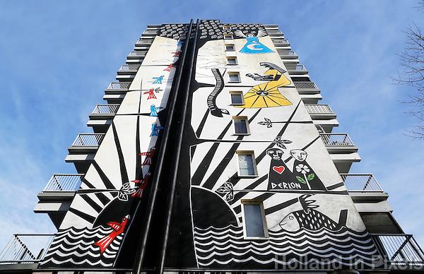 Nederland Amsterdam 2017 . De Bijlmer. Muurschildering van Derlon Almeida.   Foto Berlinda van Dam / Hollandse Hoogt