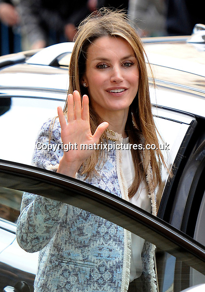 NON EXCLUSIVE PICTURE: MATRIXPICTURES.CO.UK.PLEASE CREDIT ALL USES..UK, AUSTRALIA, NEW ZEALAND AND ASIA RIGHTS ONLY..Spanish royal Princess Letizia is pictured attending an Easter service at Palma Cathedral in Majorca, Spain...MARCH 30st 2013..REF: KDA 132131..KM