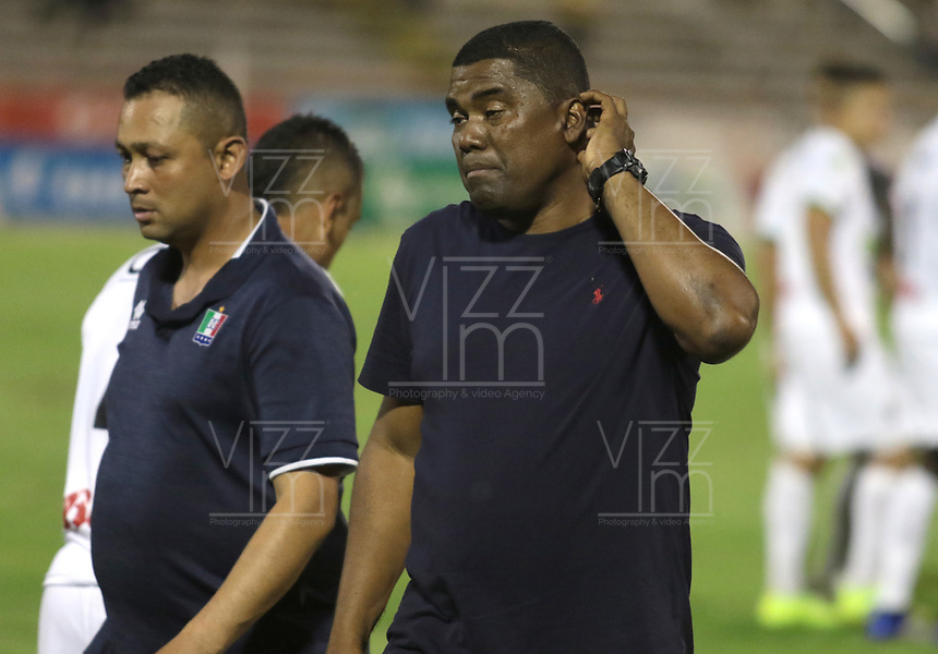 NEIVA- COLOMBIA, 28-04-2019:Hubert Bodhert director técnico del Once Caldas ante el  Atlético Huila   durante partido por la fecha 18 de la Liga Águila I 2019 jugado en el estadio Guillermo Plazas Alcid de la ciudad de Neiva. / Hubert Bodhert coachof Once Caldas agaisnt  of Atletico Huila  during the match for the date 18 of the Liga Aguila I 2019 played at the Guillermo Plazas Alcid Stadium in Neiva  city. Photo: VizzorImage / Sergio Reyes / Contribuidor.