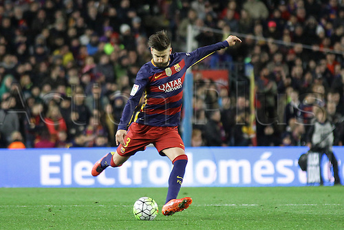 28.02.2016. Nou Camp, Barcelona, Spain. La Liga football match Barcelona versus Sevilla. Pique in shooting action during the match