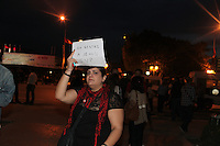 23 ottobre 2011 Tunisi, elezioni libere per l'Assemblea Costituente, le prime della Primavera araba:  una donna con un cartello la sera dell'annuncio dei risultati elettorali.<br /> premieres elections libres en Tunisie octobre <br /> tunisian elections antiislamisti manifestano contro il risultato