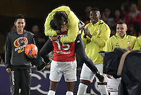 BOGOTÁ -COLOMBIA, 18-12-2016.  Hector Urrego player of Santa Fe celebrates with his coach Gustavo Costas after scoring a goal to Tolima during the final second leg match between Independiente Santa Fe and Deportes Tolima of the Liga Aguila II 2016 played at the Nemesio Camacho El Campin Stadium in Bogota city. Photo: VizzorImage/ Gabriel Aponte / Staff