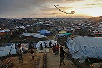 Rohingya refugee children fly improvised kites at the Kutupalong refugee camp near Cox's Bazar, Bangladesh December 10, 2017. REUTERS/Damir Sagolj