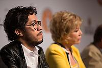 SAO PAULO, SP, 02 JUNHO 2013 - ENTREVISTA COLETIVA -PARADA DO ORGULHO GLBT - A ministra da Cultura, Marta Suplicy e deputado federal Jean Willys,  durante a entrevista coletiva da 17 Parada do Orgulho LGBT no teatro Raul Cortez, na manhã  deste domingo, 02. (FOTO: ADRIANA SPACA / BRAZIL PHOTO PRESS).