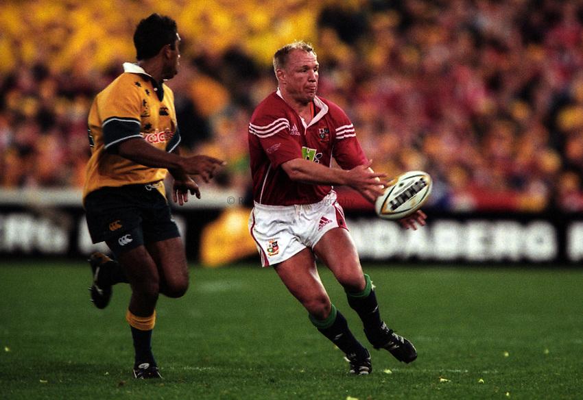 Photo. Richard Lane. .Australia v Bristish and Irish Lions. Lions Tour 2001 to Australia. Third Test at the Stadium Australia, Sydney, Australia. 14/7/2001..Neil Back passes.