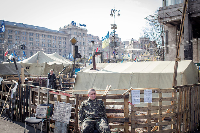 Die Kämpfer des Umsturzes in der Ukraine auf dem Maidan in Kiew Anfang April 2014, Gedenken an die Toten Demonstranten / Fighter of the Clashes in the Ukraine at the Majdan in April 2014, Commemoration of the dead demonstrants.