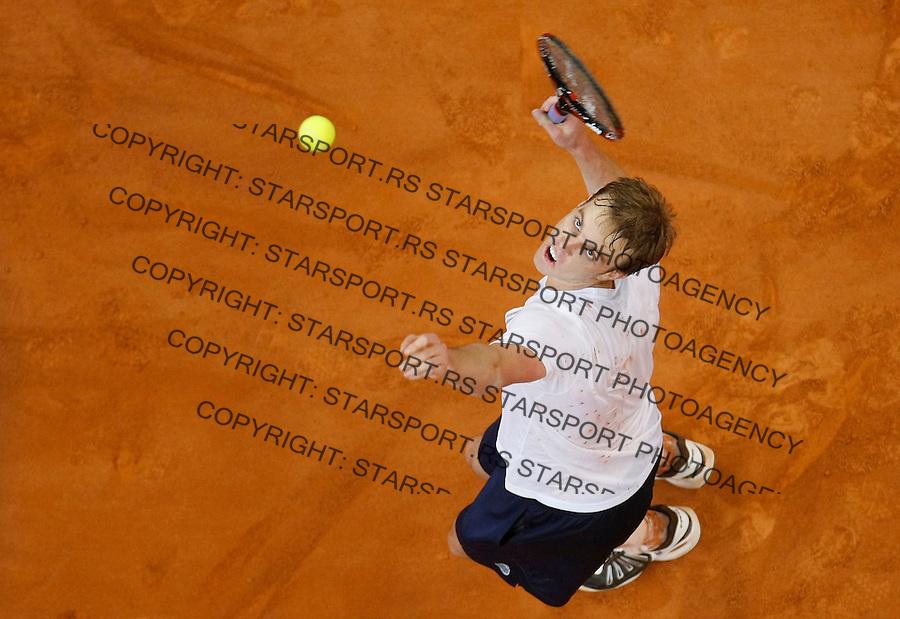 Tenis, Davis Cup 2010.Serbia Vs. USA.Novak Djokovic (SRB) Vs. Sam Querrey (USA).Sam Querrey serve.Belgrade, 05.03.2010..foto: Srdjan Stevanovic/Starsportphoto ©