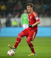 FUSSBALL   1. BUNDESLIGA   SAISON 2012/2013    22. SPIELTAG VfL Wolfsburg - FC Bayern Muenchen                       15.02.2013 Bastian Schweinsteiger (FC Bayern Muenchen) Einzelaktion am Ball