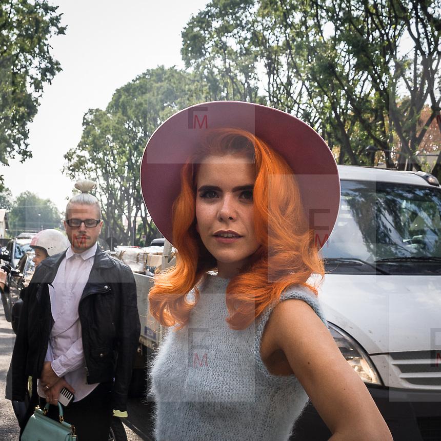 Terzo giorno della Settimana della Moda a Milano edizione 2013: Paloma Faith in attesa della sfilata di Armani<br /> <br /> Third day of Milan fashion week 2013 edition: Paloma Faith waiting the Armani fashion show.
