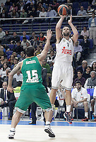 Real Madrid's Felipe Reyes (r) and Panathinaikos Athens' Esteban Batista during Euroleague match.January 22,2015. (ALTERPHOTOS/Acero) /NortePhoto<br />