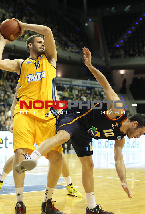 05.12.2013, O2 world, Berlin, GER, Euroleague, ALBA Berlin vs Rom, im Bild Jonas Wohlfarth-Bottermann (Alba Berlin), LORENZO D'ERCOLE (Virtus Rome)<br /> <br />               <br /> Foto &copy; nph /  Schulz