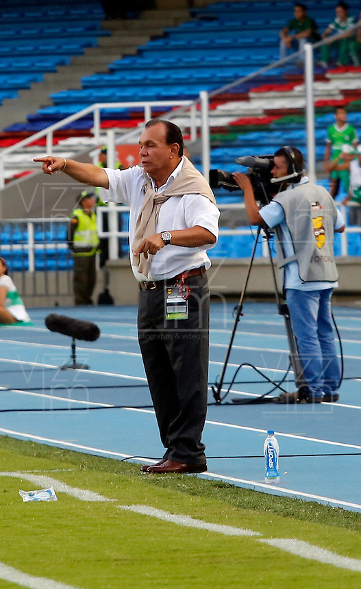 CALI -COLOMBIA-02-03-2014. Jorge Luis Bernal, tecnico de Pasto durante partido de la novena fecha de la Liga Postobon I 2014, jugado en el estadio Rogelio Lorenzao Livieres de la ciudad de Asuncion. / Jorge Luis Bernal, coach of Pasto during a match for the 9th date of the Liga Postobon I 2014 at the Rogelio Lorenzo Livieres stadium in Asuncion city.  Photo: VizzorImage/ Juan C Quintero /Str