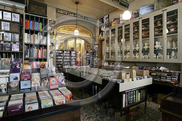 BRUGGE - BELGIUM - 10 JUNE 2003-- Rombaux music shop is a treasure box forr music lovers. --PHOTO: JUHA ROININEN / EUP-IMAGES
