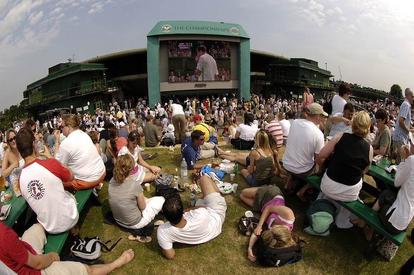 Photo. Jed Wee..Wimbledon Championships. 24/06/2005..The hill outside number 1 court, Henman Hill.