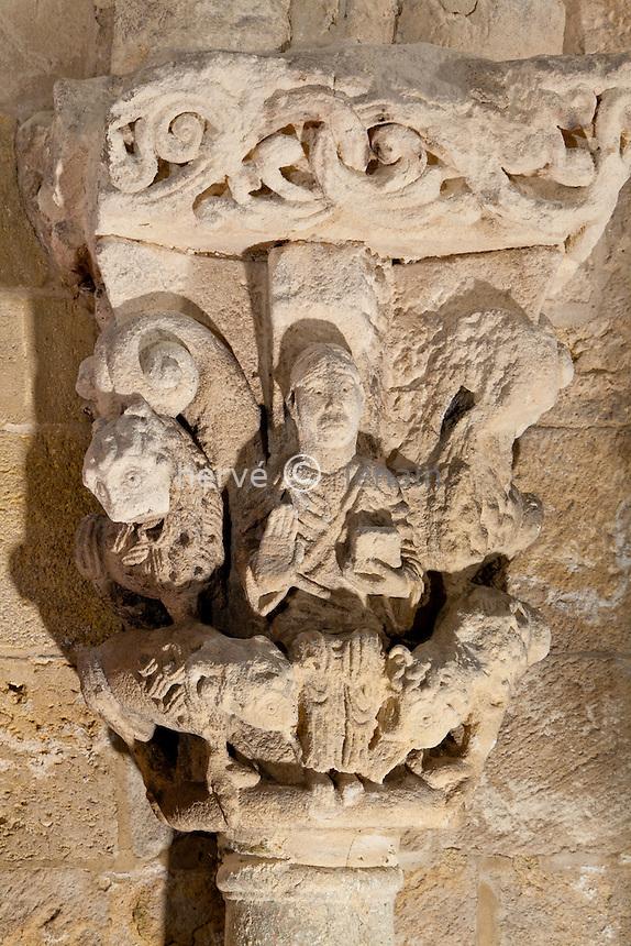 France, Gironde (33), Soulac-sur-Mer, étape sur le chemin de Saint-Jacques-de-Compostelle, chapiteau sculpté dans la  basilique Notre-Dame-de-la-Fin-des-Terres du XIIe siècle, classée Patrimoine mondial de l'UNESCO // France, Gironde, Soulac sur Mer, a stop on el Camino de Santiago, sculptured capital inside basilica Notre Dame de la Fin des Terres of the12th century, listed as World Heritage by UNESCO