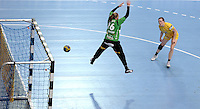 EHF Champions League Handball Damen / Frauen / Women - HC Leipzig HCL : SD Itxako Estella (spain) - Arena Leipzig - Gruppenphase Champions League - im Bild: Louise Lyksborg im Angriff. Foto: Norman Rembarz .