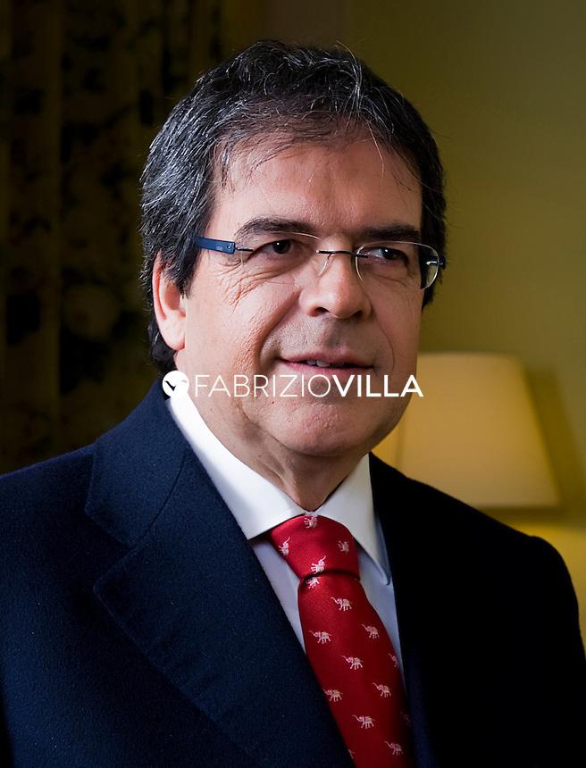 Il Senatore Enzo Bianco nella sua casa a Catania.
