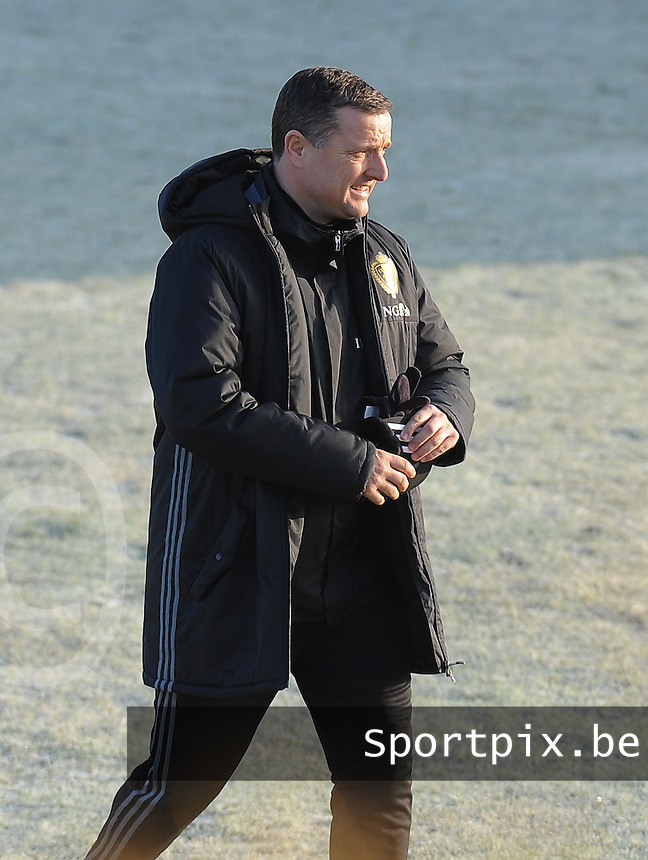 20170118 - TUBIZE , Belgium : Belgian coach Ives Serneels pictured during a training session of the Belgian national women's soccer team Red Flames during their winter camp, on the 18 th of January in Tubize. PHOTO DIRK VUYLSTEKE | Sportpix.be